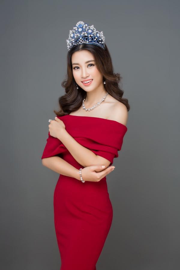 Hoa hậu Việt Nam 2016 Đỗ Mỹ Linh cùng chiếc vương miện do Long Beach Pearl chế tác.