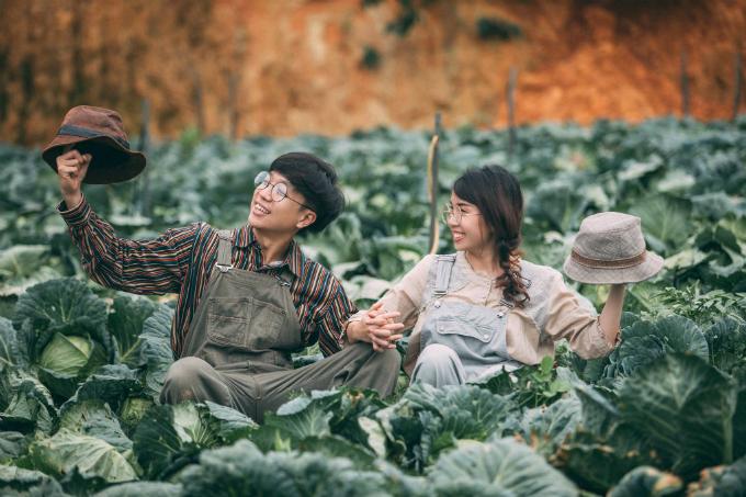 Để tránh mất thời gian tìm địa điểm chụp hình theo ý muốn, Thùy Trang khuyên các cặp cô dâu chú rể nên nói chuyện với ekip chụp ảnh để được hỗ trợ hoặc tìm địa điểm từ trước.