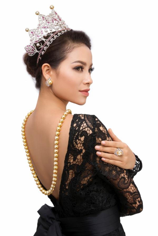 Vương miện Hoa hậu Hoàn vũ 2015 thuộc về Phạm Hương.