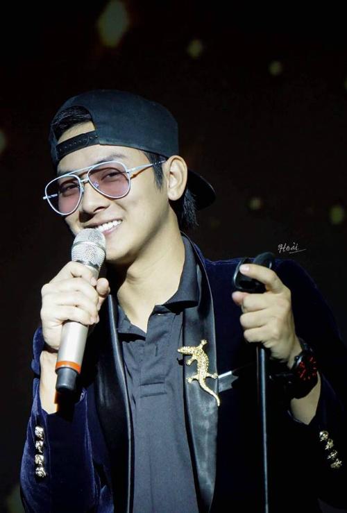 Hoài Lâm đăng tải hình ảnh cười tươi trong ngày sinh nhật tròn 23 tuổi. Con nuôi Hoài Linh tuyên bố ngừng sử dụng mạng xã hội vì lý do cá nhân.