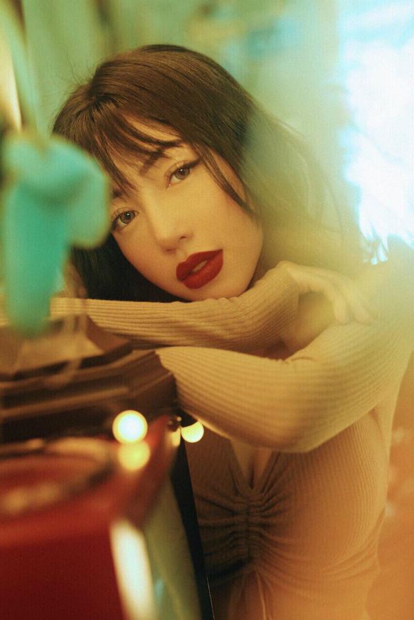 Tuy nhiên, người đẹp tiết lộ sẽ sắp xếp thời gian để có thể tham gia ít nhất một dự án điện ảnh trong một năm.