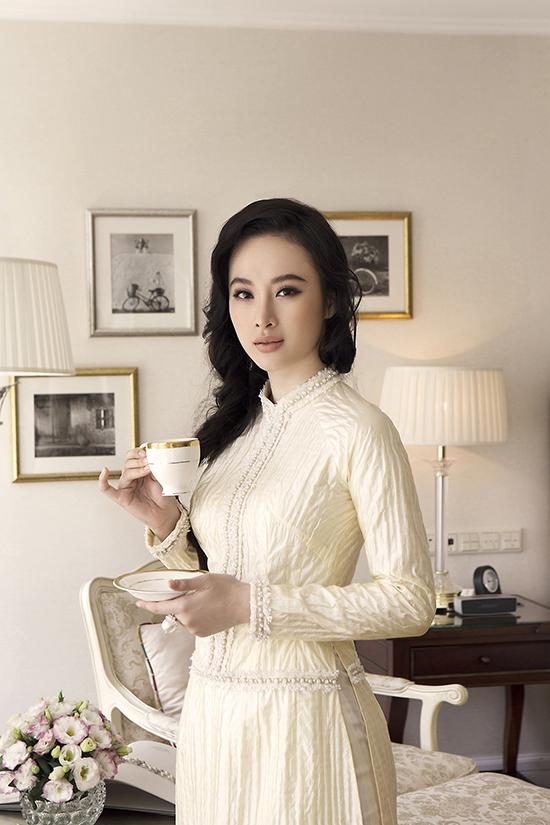 Angela Phương Trinh thể hiện sự biến hoá đa dạng và tạo nên sự cuốn hút cho từng shoot hình nhờ thần thái biểu cảm, cách tạo dáng chuyên nghiệp.