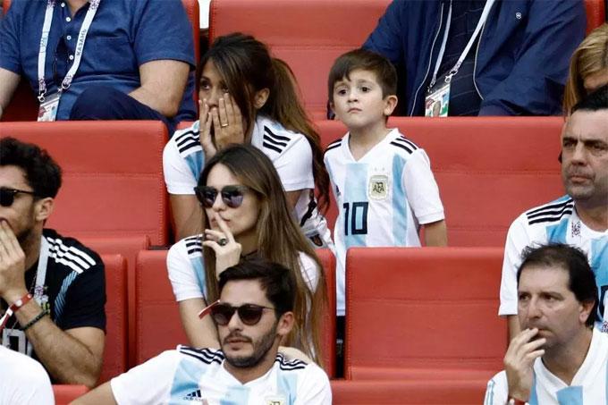 Sự lo lắng, thấp thỏm luôn hiển hiện trên khuôn mặt Antonella Roccuzzo. Tuyển Argentina ngược dòng vươn lên dẫn Pháp 2-1 ở đầu hiệp hai nhưng sau đó lại thua ngược 3-4 chung cuộc.