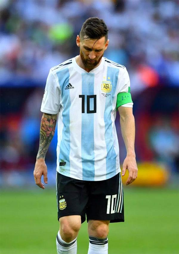 Messi buồn bã với nỗi đau bị loại sớm ở World Cup.