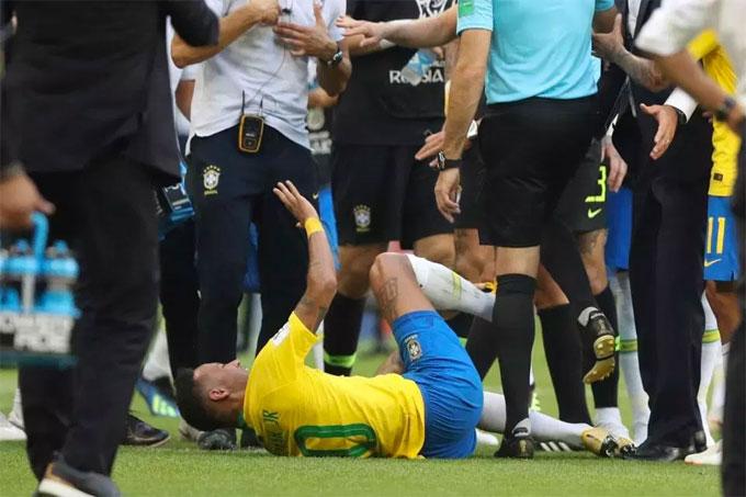 Neymar bị chế ảnh là thánh ăn vạ - 4