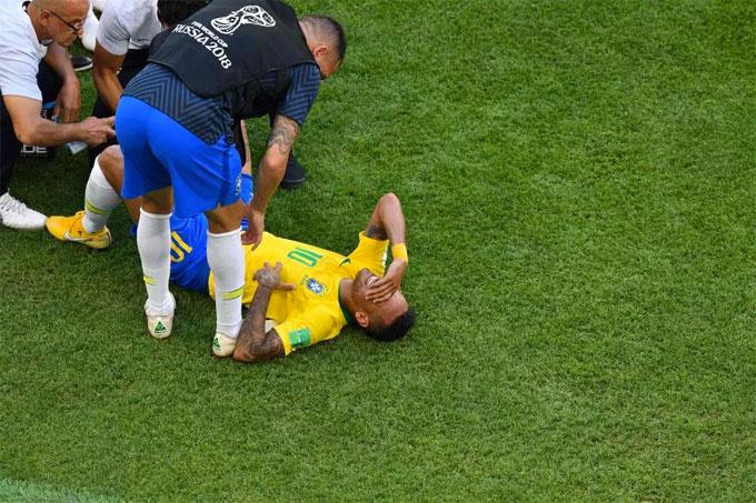 Neymar bị chế ảnh là thánh ăn vạ - 3