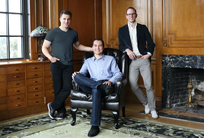 Ba nhà sáng lập Brian Chesky, Nathan Blecharczyk và Joe Gebbia (từ trái qua phải) đứng sau đế chếAirbnb. Ảnh:Business Insider.