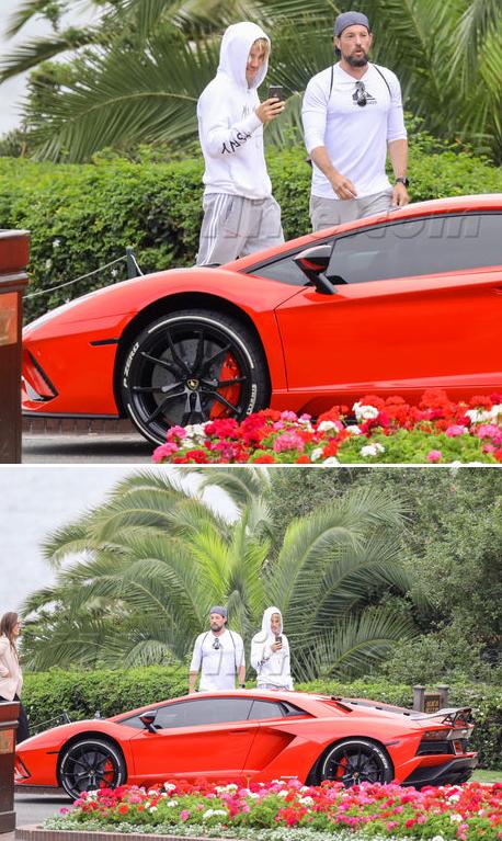 Justin Bieber bên chiếc Lamborghini Aventador mới.
