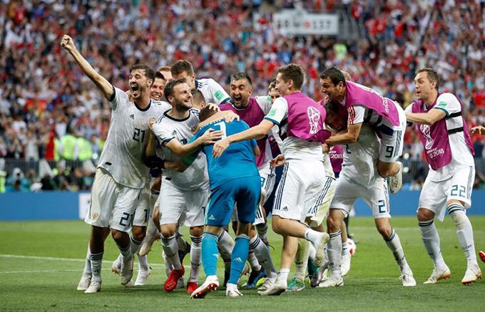 Trái ngược với nỗi buồn của Tây Ban Nha là niềm vui, sự phấn khích của các cầu thủ chủ nhà Nga. Họ bị đánh giá thấp hơn nhưng giành chiến thắng chung cuộc nhờ chiến thuật hợp lý và tinh thần quả cảm.