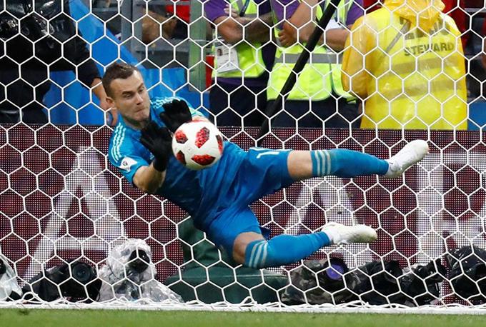 Thủ mônIgorAkinfeev là người hùng của tuyển Nga khi cản được hai cú penalty của các cầu thủ Tây Ban Nha.