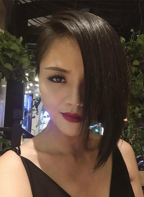 Nữ diễn viên Thu Quỳnh với phong cách ca tính, thần thái siêu ngầu.