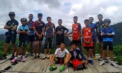 Cuộc chạy đua 9 ngày giải cứu đội bóng thiếu niên kẹt trong hang