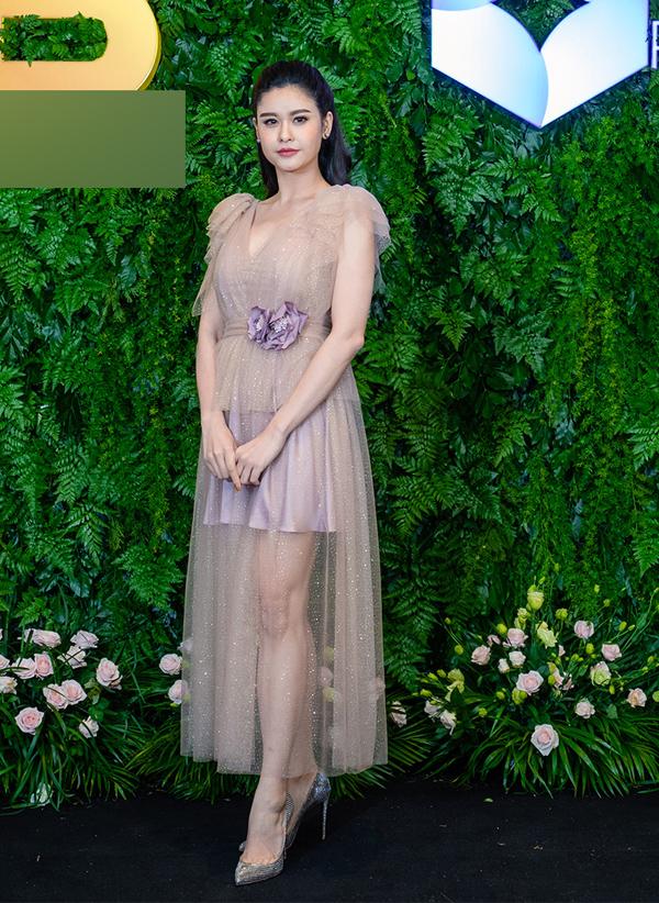 Trương Quỳnh Anh xuất hiện điệu đà trong buổi ra mắt một dự án khách sạn mới ở miền Trung.