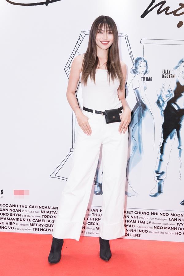 Quỳnh Châu trung thành với phong cách năng động. Cô vừa tham gia Thử thách sao phối đồ cùng Ngoisao.net và khá khó khăn để vượt qua.