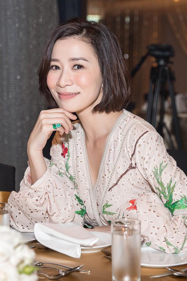 Hơn 20 năm kể từ khi đăng quang ngôi vị Á hậu 2 cuộc thi Hoa hậu Hong Kong 1997, Xa Thi Mạn hầu như không già đi chút nào