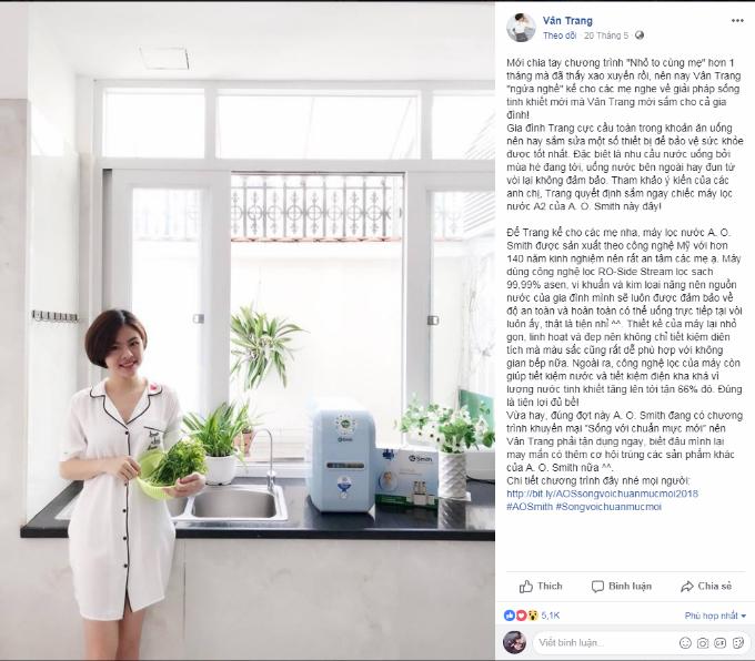 Diễn viên Vân Trang  tươi tắn và xinh đẹp tạo dáng bên gian bếp của gia đình mình