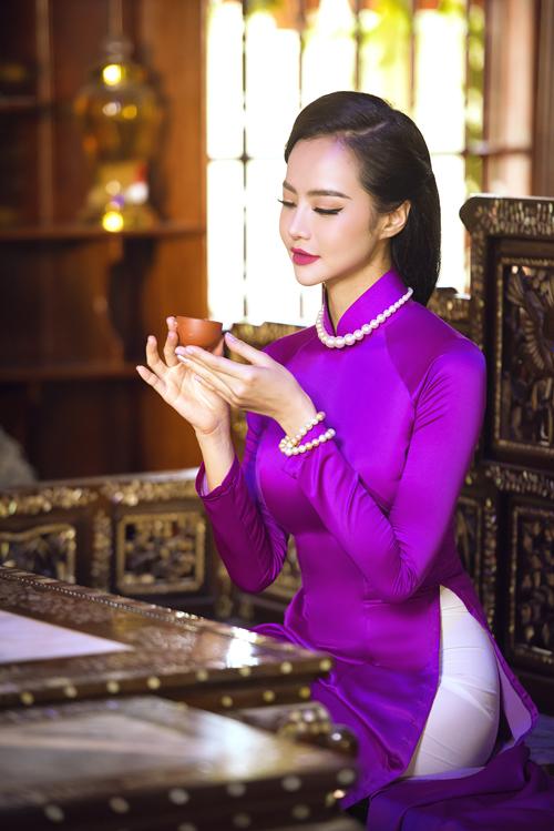 Bộ ảnh được thực hiện với sự hỗ trợ của makeup: Tài Phạm - Đặng Thái Khang, photographer:Bub và trang phục: NTK Nhật Dũng.