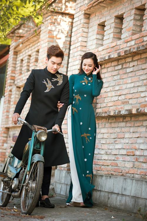 Cặp áo thêu hình chim én sẽ đem đến phong cách thời trang đồng điệu, thống nhất cho cô dâu, chú rể trong ngày cưới. Tông màu trầm sẽ giúp bạn thể hiện được cá tính và không bị hòa lẫn với những uyên ương khác.