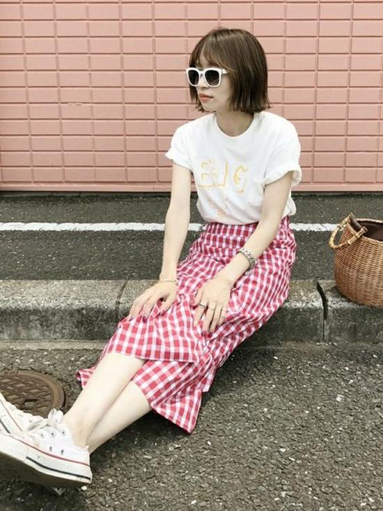 Chân váy dáng dài được xếp bèo nhún cũng là món đồ dễ sử dụng và phù hợp với những cô nàng thích lê la phố xá.