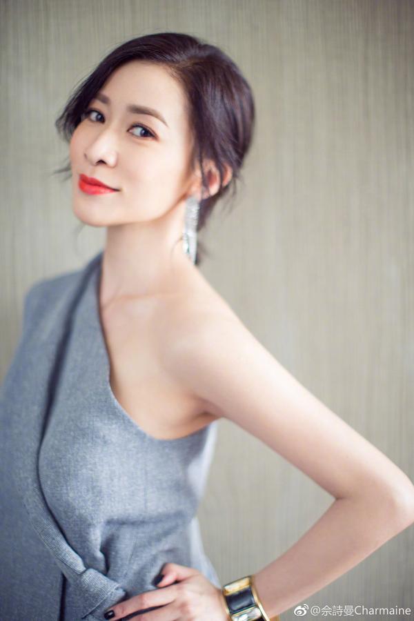 Hơn 20 năm gia nhập làng giải trí Hồng Kông, nữ diễn viên không chỉ giữ được nét trẻ trung như thuở mới vào nghề mà ngày càng son sắc hơn xưa.