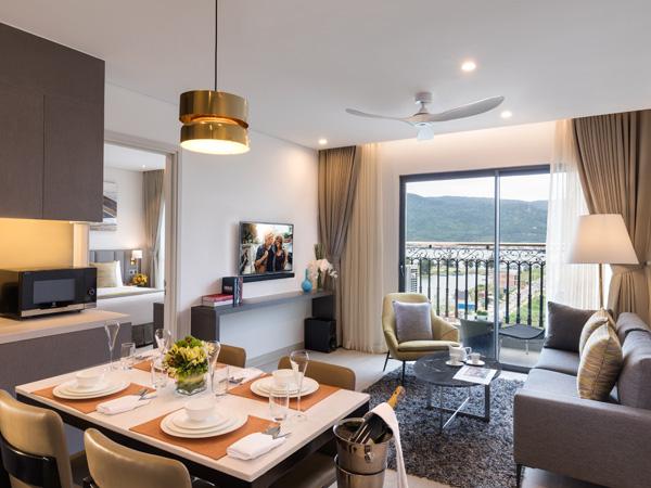 Khách sạn Citadines Blue Cove Đà Nẵng thuộc Tập đoàn The Ascott nổi tiếng toàn thế giới, với dạng căn hộ gồm phòng khách và bếp riêng, từ một đến ba phòng ngủ phù hợp cho nhóm bạn thân.