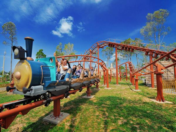 Ngoài ra, Thiên đường vui chơi Vinpearl Land luôn là điểm đến thu hút nhất khi đến Nha Trang.