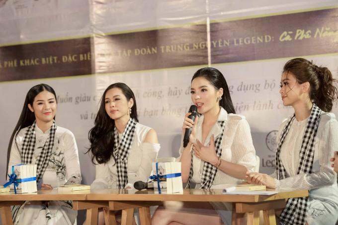 Các Hoa hậu, Á hậu cùng Trung Nguyên Legend tặng 50.000 sách quý đổi đời ở Nha Trang (em xin edit) - 5