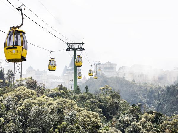 Du khách có thể tới Sun World Ba Na Hills để trải nghiệm hệ thống cáp treo được bình chọn là một trong 10 tuyến cáp treo ấn tượng nhất thế giới.