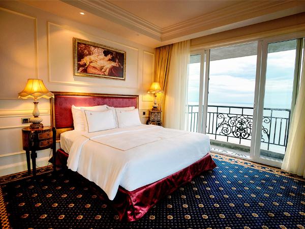 Imperial Vũng Tàu là khách sạn 5 sao được lấy cảm hứng dựa trên kiến trúc độc đáo thời kỳ phục hưng của châu Âu nguy nga và tráng lệ, bao gồm hai khu khách sạn và khu căn hộ.