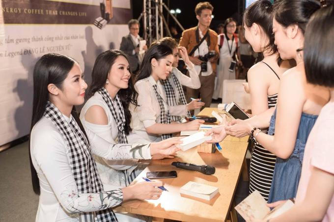 Các Hoa hậu, Á hậu cùng Trung Nguyên Legend tặng 50.000 sách quý đổi đời ở Nha Trang (em xin edit) - 2