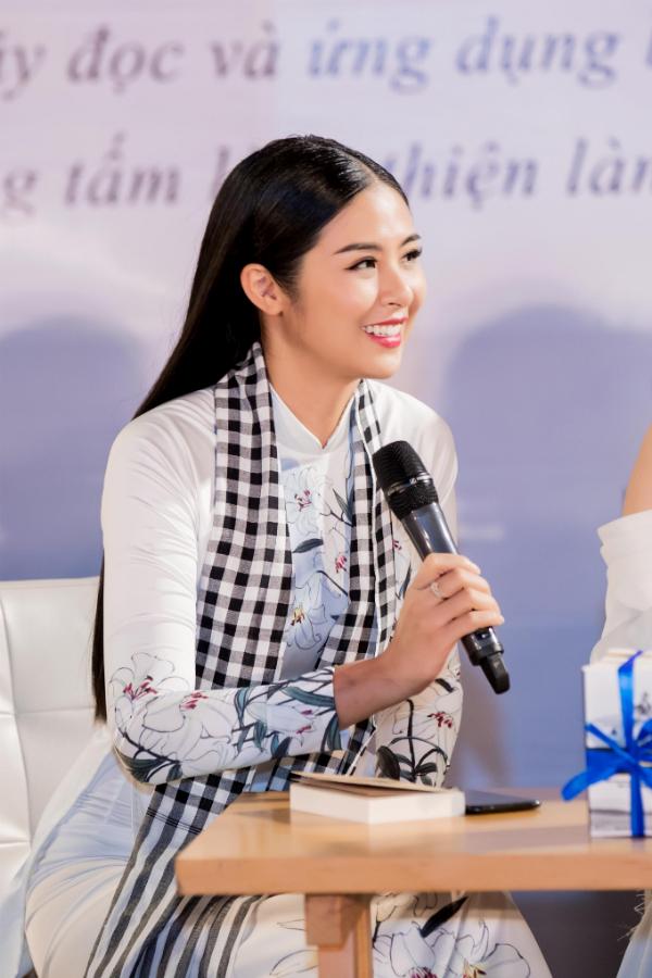 Các Hoa hậu, Á hậu cùng Trung Nguyên Legend tặng 50.000 sách quý đổi đời ở Nha Trang (em xin edit) - 6