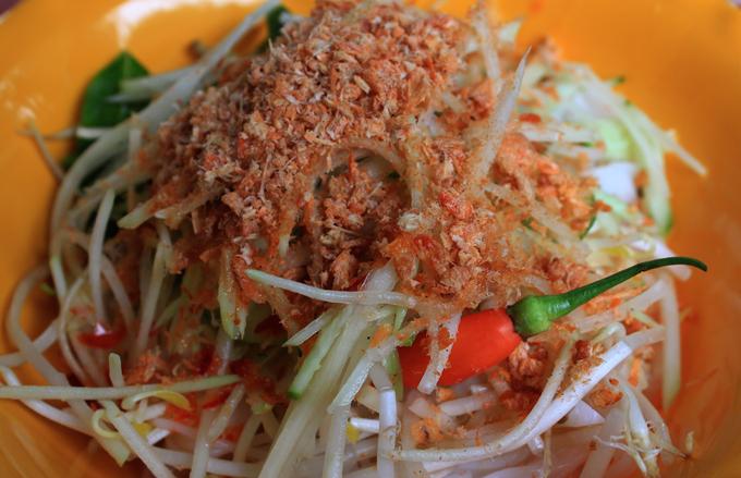 Vị thơm của tôm khô và béo từ nước cốt dừa cho món ăn thêm ngon miệng.