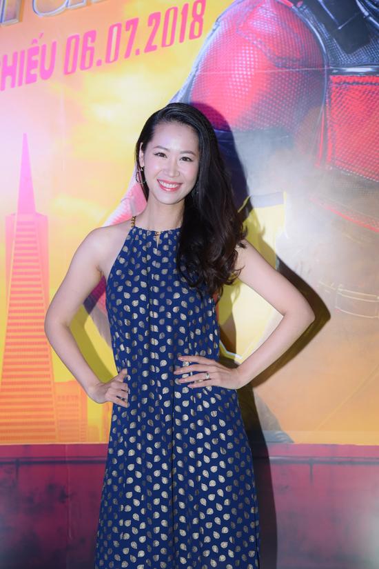 Hoa hậu Phụ nữ Toàn thế giới 2018 Dương Thuỳ Linh diện váy hoạ tiết trẻ trung khi đi xem phim về siêu anh hùng Người Kiến.