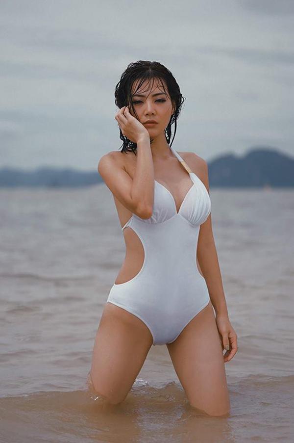 Thanh Hương sinh năm 1988, từng giành ngôi vị Á hậu 2 của cuộc thi Hoa hậu Hải Dương 2006. Ở ngoài đời, cô thường xuyên ăn mặc gợi cảm mỗi lần xuất hiện trước công chúng. Nữ diễn viên thỉnh thoảng chụp hình với bikini để lưu giữ nét đẹp thanh xuân.