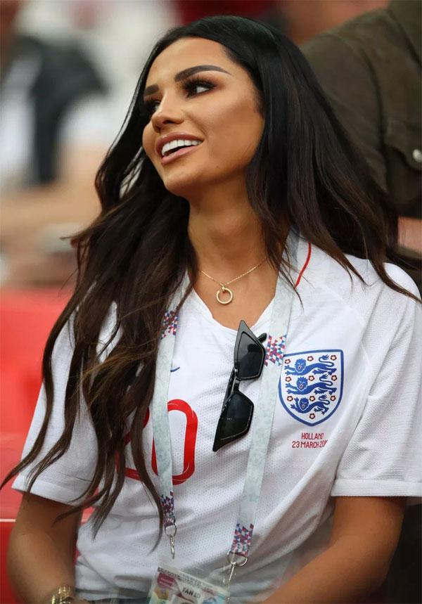 Là người mẫu đang lên ở Anh, Ruby Mae sở hữu thân hình chuẩn, khuôn mặt cá tính, đầy sức sống.