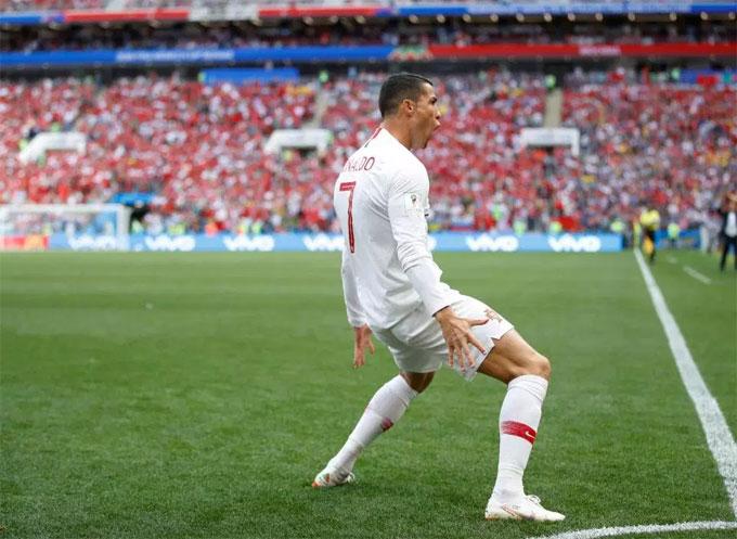 Trên thế giới, không ít cầu thủ vô tình hoặc cố ý bắt chước động tác của CR7 mỗi khi ghi bàn hay giành thắng lợi.