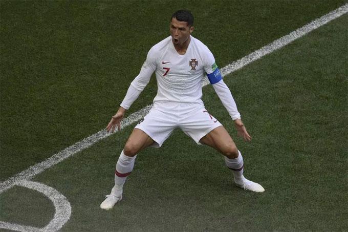 Pha ăn mừng mang tính thương hiệu của C. Ronaldo được nhiều cầu thủ biết tới.