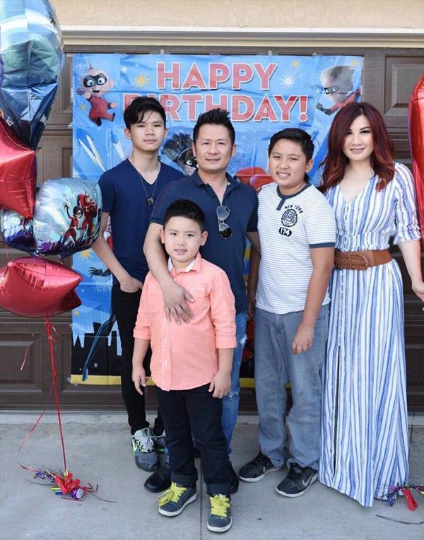 Trizzie Phương Trinh cho biết sinh nhật cậu út Kenzi vào ngày 30/6. Tuy nhiên vì Bằng Kiều quá bận rộn đi lưu diễn nên cô đã chờ chồng cũ về Mỹ mới tổ chức tiệc cho con trai. Cô muốn trong ngày đón tuổi mới của Kenzi có sự tham dự đầy đủ của bố mẹ.