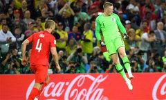 Thủ môn người hùng tuyển Anh ăn mừng như C. Ronaldo