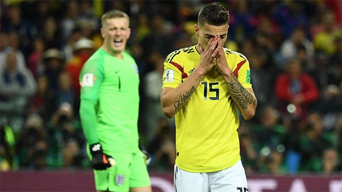 Ở loạt sút luân lưu trong trận đấugiữa tuyển Colombia và Anh tại vòng knock-out World Cup 2018,Mateus Uribe khiếnColombia đánh mất lợi thế khi thực hiện hỏng lượt đá thứ tư. Colombia khi đóđang dẫn trước với tỷ số 3-2, chỉ cầnUribe sút thành công, đội bóng Nam Mỹ sẽ tiến sát tới chiếc vé vào tứ kết. Tuy nhiên, cú sút rất căng của tiền vệ 27 tuổi đưa bóng dội trúng xà ngang bật ra ngoài. Trong lượt đá quyết định,Carlos Bacca cũng sút hỏng khiến Colombia phải nhận thất bại 3-4. Sau trận, Mateus Uribe không khỏidằn vặt và tiếc nuối với pha bỏ lỡ của mình.