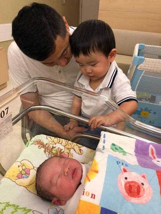 Hoa hậu Hong Kong tuyên bố không sinh thêm dù thích có con gái - 8