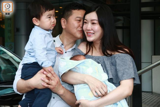 Hai con của Thúy Thúy đều là bé trai, tuy nhiên Hoa hậu nói rằng cô thấy thế là đủ, thay vì có ý định sinh thêm bé gái.