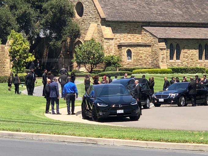 Gia đình Jackson quây quần trong tang lễ của ông Joe Jackson (bố Michael Jackson) hôm thứ hai.