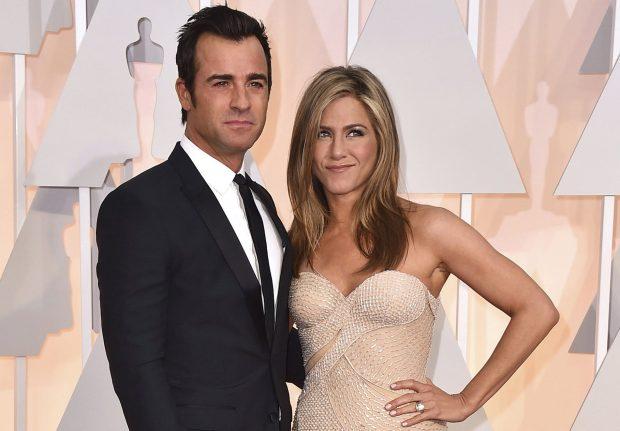 Jennifer Aniston chia tay Justin Theroux đầu năm nay sau hai năm kết hôn.