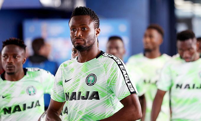 John Obi Mikel gặp áp lực lớn trước trận đấu với Argentina khi biết tin bố bị bắt cóc ở quê nhà. Ảnh: FIFA.