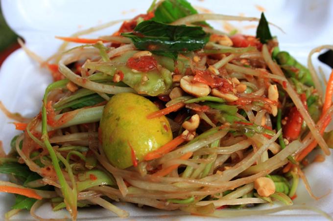 Món gỏi truyền thống của người Campuchia có vị độc lạ ấn tượng.