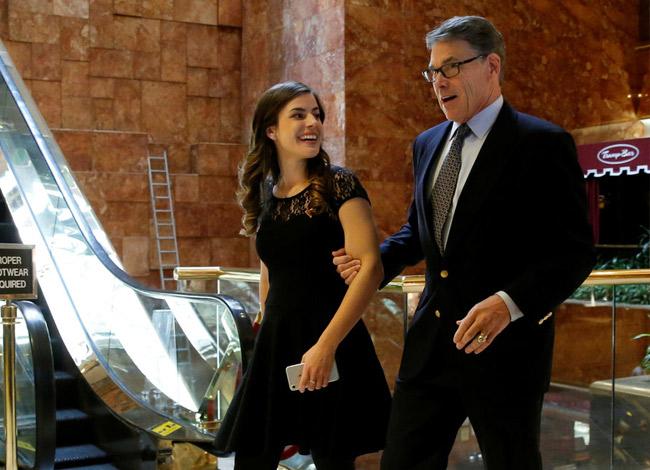 Madeleine và Bộ trưởng Năng lượng Rick Perry tại tháp Trump năm 2016. Ảnh: Business Insider.