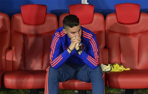 James Rodriguez không thể ra sân trong trận đấu giữa Colombia và Anh ở vòng knock-out World Cup 2018 rạng sáng 4/7 vì chấn thương. Kết thúc trận đấu, tiền vệ của Bayern không giấu được nỗi buồn khi Colombia để thua với tỷ số 3-4 ở loạt luân lưu. Trước đó, hai đội hòa nhau 1-1 ở 120 phút thi đấu.