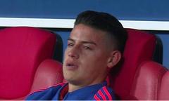 James Rodriguez ngồi khóc một mình sau thất bại của Colombia