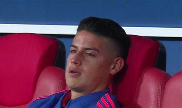 Tiền vệ 26 tuổi không kìm được những giọt nước mắt. James Rodriguez là một trong những cầu thủ được kỳ vọng nhất trong đội hình của tuyển Colombia. Tuy nhiên, anh không đóng góp được nhiều cho đội bóng Nam Mỹ tạiWorld Cup lần này